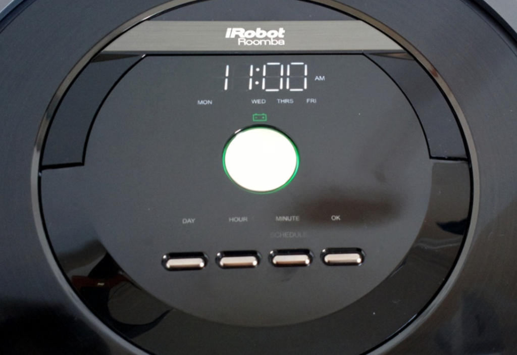 iRobot Roomba 880 Vacuum Cleaning Robot for Pets - controls and display